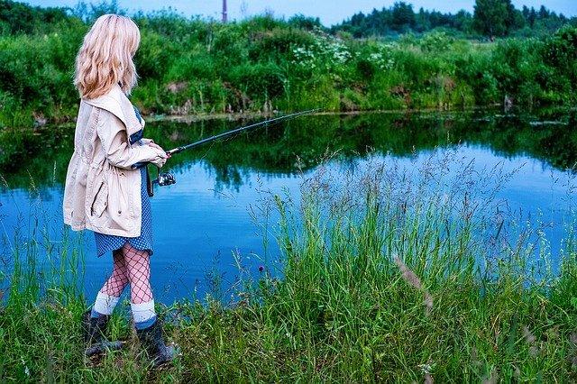 mladá rybářka