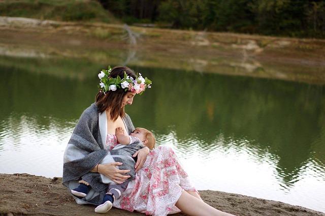žena u řeky