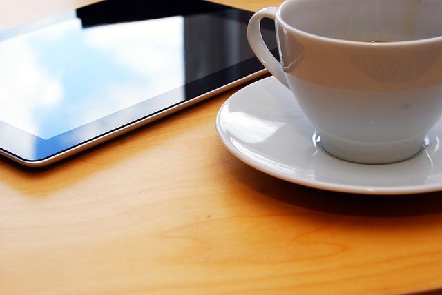 práce u kávy