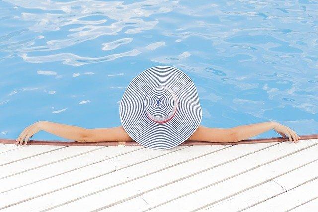 relaxace v bazénu.jpg